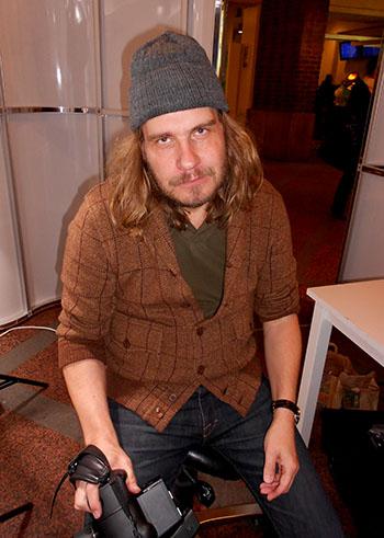 Valokuvaaja Lauri Eriksson vitsaili ottavansa omaan kuvaansa motivoituneen työntekijän ilmeen.